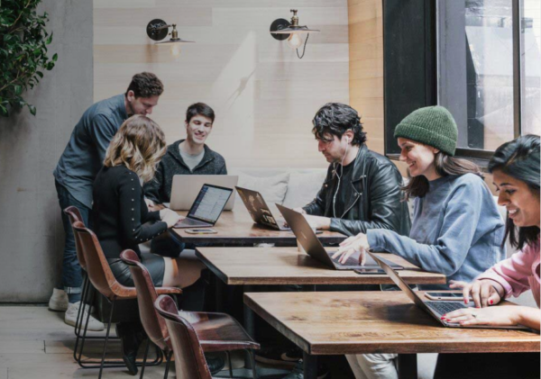 6 Freelancers using a restaurant as Alternative Coworking Spaces
